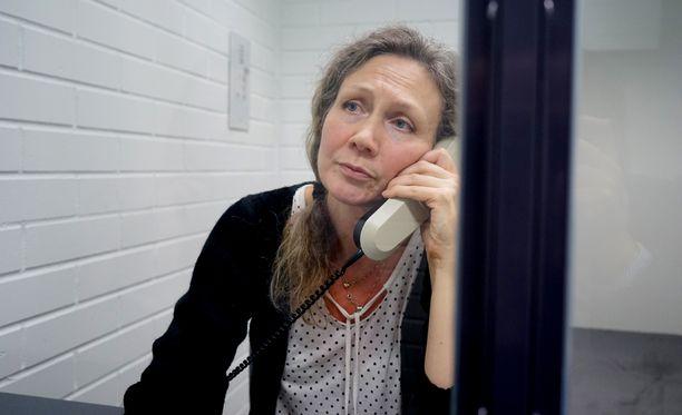 Anneli Auerin puolustuksen todistajaa vastaan nostettiin syytteitä, mutta ne raukeavat, koska nainen on kuollut.
