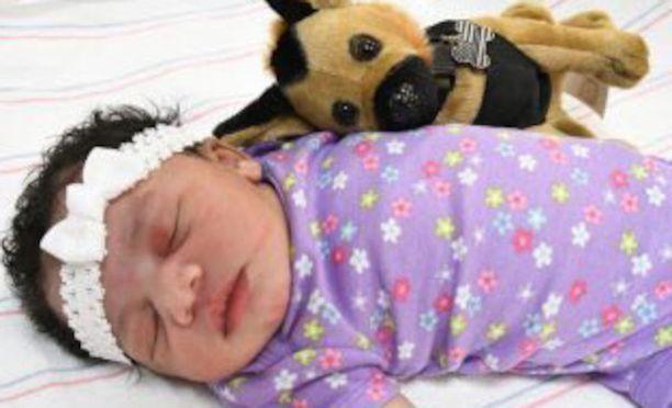 Poliisi julkaisi kuvan tuntemattomasta vauvasta.