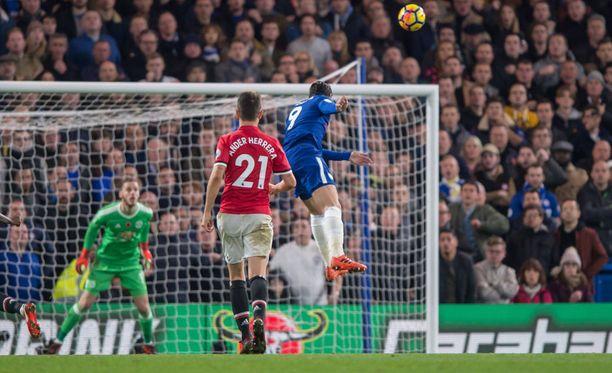 Álvaro Morata nousee korkeimmalle ja puskee 1-0-voiton Chelsealle.