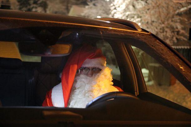 Jouluna peltipoliisin kamera saattaa napata kuvan tällaisesta kuljettajasta. Mutta voiko joulupukillle antaa sakkoja?