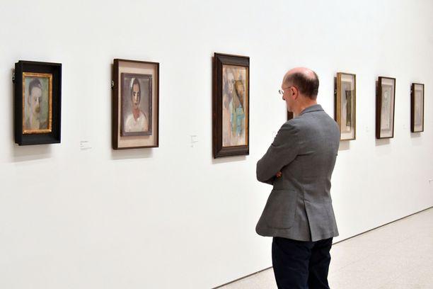 Näyttelyyn on valittu 65 teosta.
