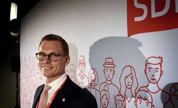 SDP:n uusi puoluesihteeri Antton Rönnholm on työskennellyt aikaisemmin muun muassa Elinkeinoelämän keskusliitto EK:n EU-asiantuntijana Brysselissä.