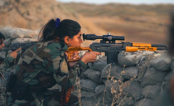 Barzanin johtamissa taistelijajoukoissa on naisten oma siipi.