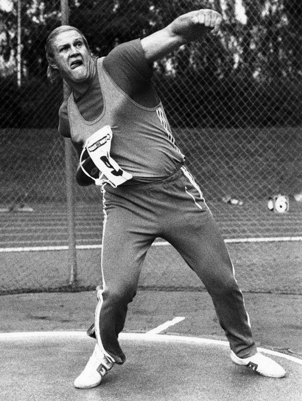 Ari Huumosen 196-senttinen varsi herätti kunnioitusta yleisurheilukentillä.