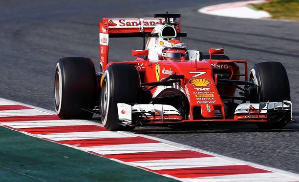 Kimi Räikkönen testaili tulevan kauden uutuutta.