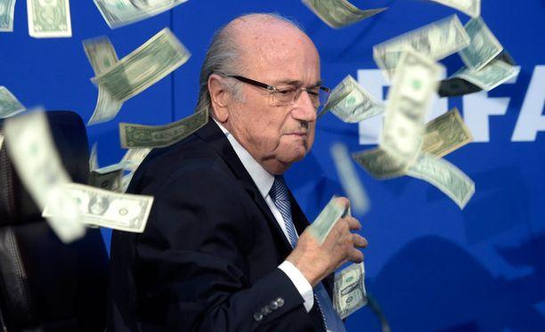 Sepp Blatter on muuttanut julkista mielipidettään Michel Platinista.