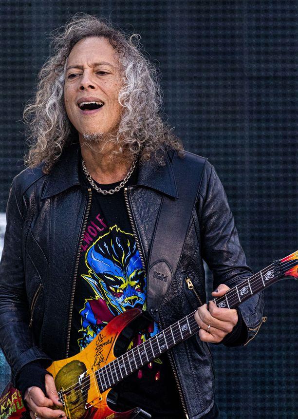 Kirk Hammett lähti yleisön yllätykseksi soittamaan Popedan ikonista riffiä.