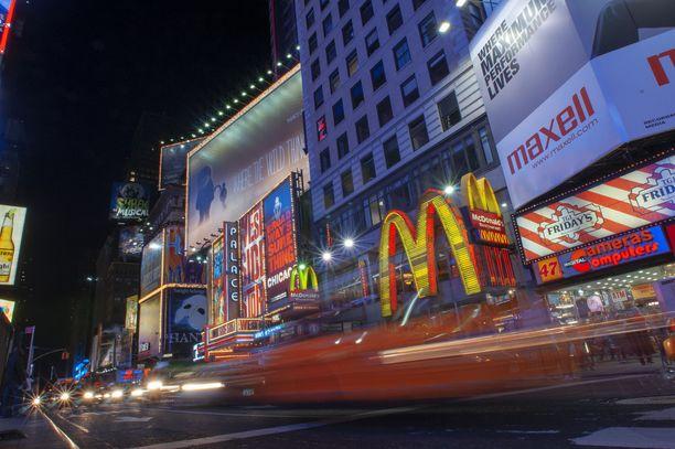 Vicen mukaan McDonalds seuraa, miten sen työntekijät verkostoituvat sosiaalisessa mediassa. Kuvassa McDonalds -ravintola New Yorkin Times Squarella.