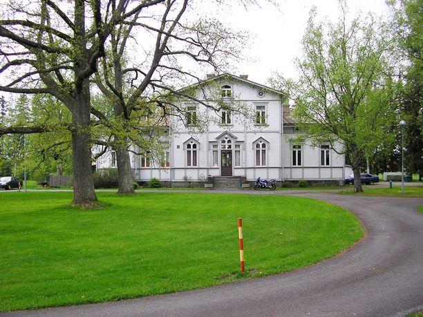 Huittisissa sijaitseva kartano on rakennettu vuonna 1793, ja siellä on vietetty esimerkiksi monia häitä.