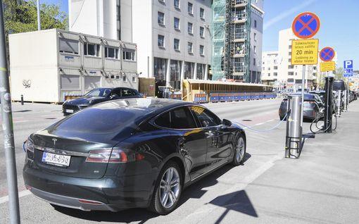 Pääkirjoitus: Onko Suomella varaa sähköautoihin?