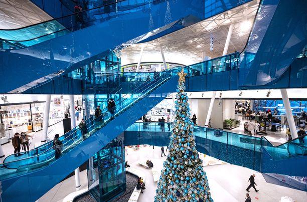 Nähtäväksi jää, kuinka ruuhkaisiksi Ruotsin välipäiväalet kiihtyvät. Kuvassa joulushoppailijoita malmöläisessä ostoskeskuksessa sunnuntaina.
