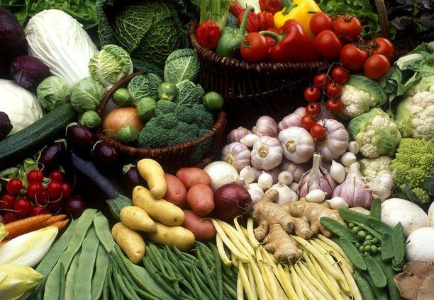 Kira Åkerström kannustaa käyttämään ruuanlaitossa paljon kasviksia.