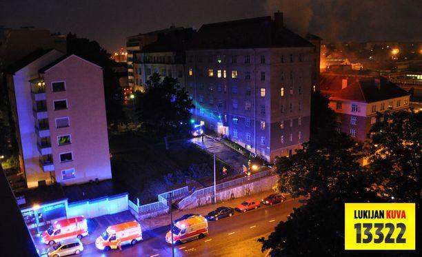 Tulipalo syttyi yöllä 34 asunnon kerrostalossa.