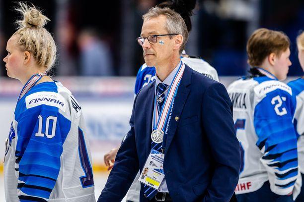 Pasi Mustonen valmentaa maajoukkuetta vielä olympialaisten yli.