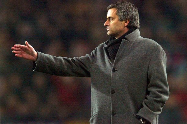 José Mourinho nosti Chelsean Valioliigan suurten joukkoon.