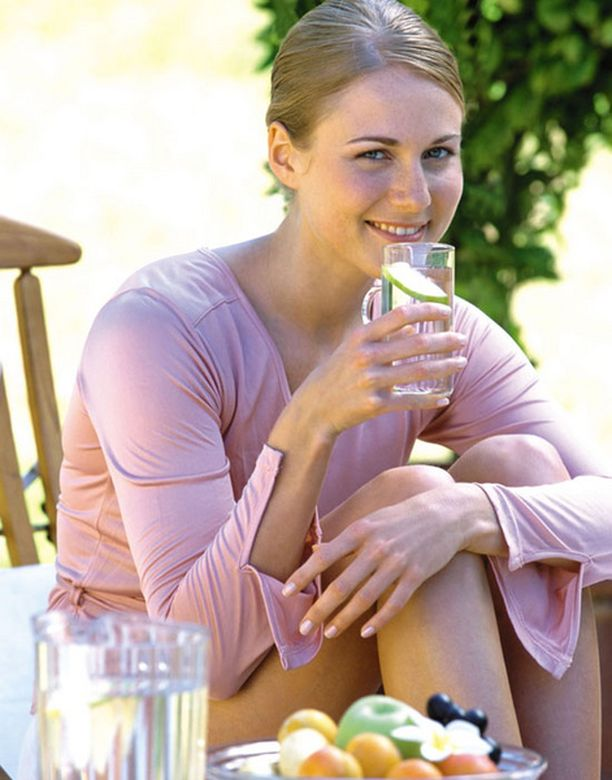Ota hetki itsellesi, rentoudu ja juo vettä.