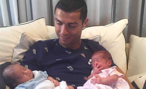 Huippufutarista tuli kaksosten isä kesäkuun lopussa.