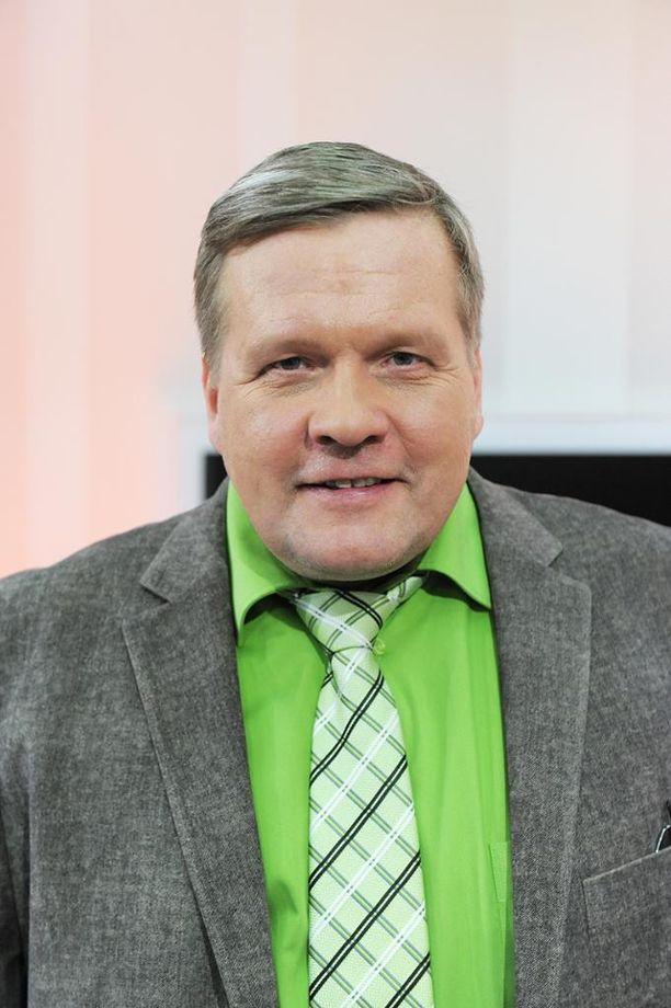 Lauri Karhuvaaran televisiouraan mahtuu huikea määrä suoria lähetyksiä.