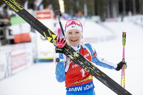 Kaisa Mäkäräinen on hiihtänyt pitkään itävaltalaistallin suksilla. Kuva tältä kaudelta.