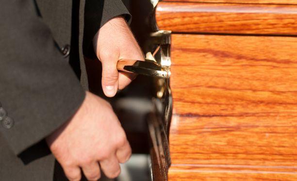 GefleDagbladin mukaan miestä ei ole voitu haudata, koska viranomaisilla ei ole omaisilta tarvittavaa hautauslupaa.