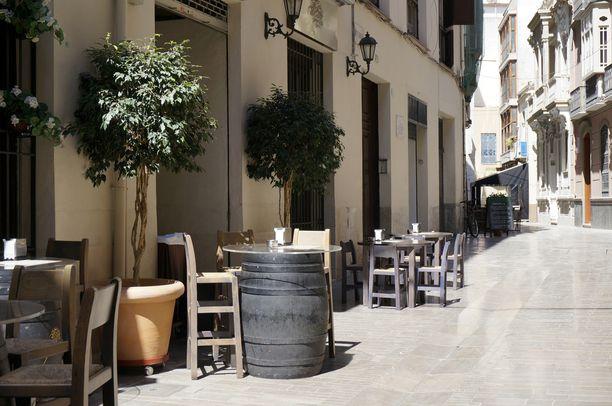 Vanhan kaupungin kujilta löytyy pieniä baareja ja kahviloita.