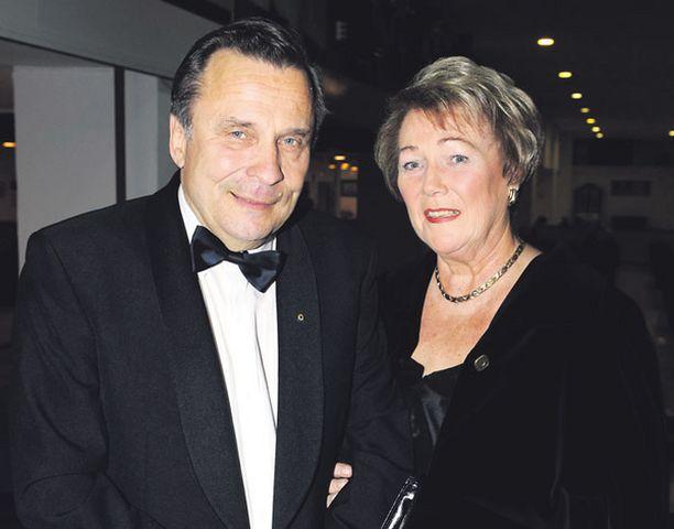44 vuotta naimisissa Anne ja Reijo Taipale nauttivat Välimeren loiskeesta Espanjassa.