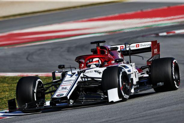 Kimi Räikkönen on tyytyväinen Alfa Romeon ajotuntumaan.