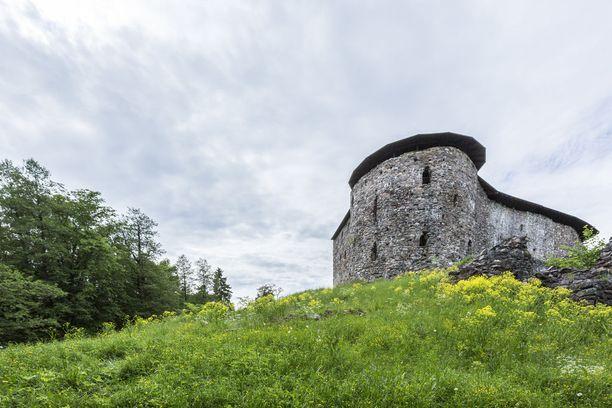 Keskiaikaisen Raaseporin linnanrauniot sijaitsevat Raaseporin Snappertunassa.