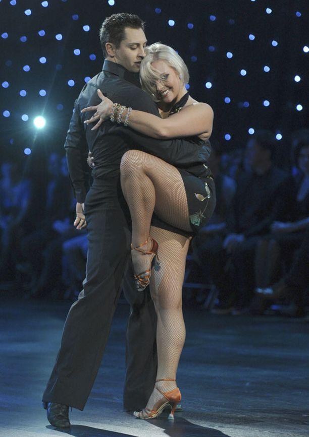 Joonan ja Sannin tanssitaival oli täynnä naurua.