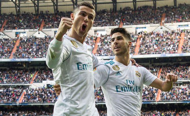 Cristiano Ronaldo oli iskussa Sevillaa vastaan. Marco Asensio juhli yhdessä maalitykin kanssa.
