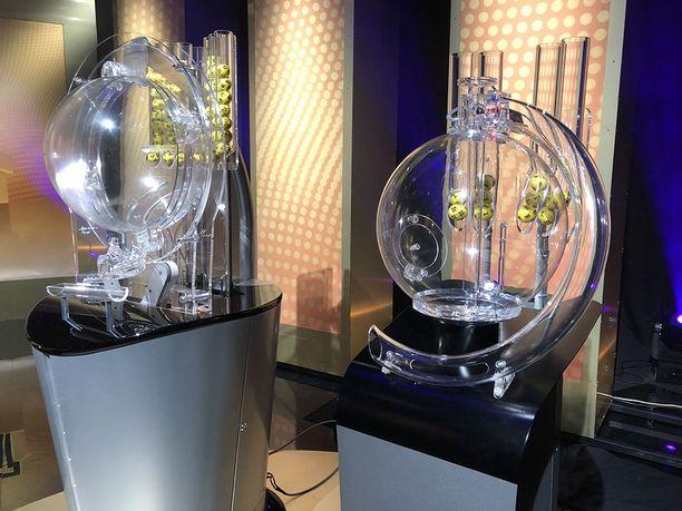 Eurojackpotissa oli yhteensä neljä voittoa 5+1-tuloksella.