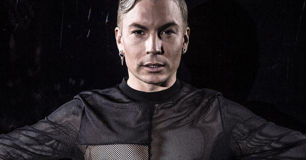 Antti Tuisku palasi keikkatauolta esiintymään Emma-gaalaan.