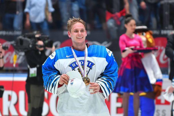 Kevin Lankinen torjui Suomen keväällä MM-kultaan.
