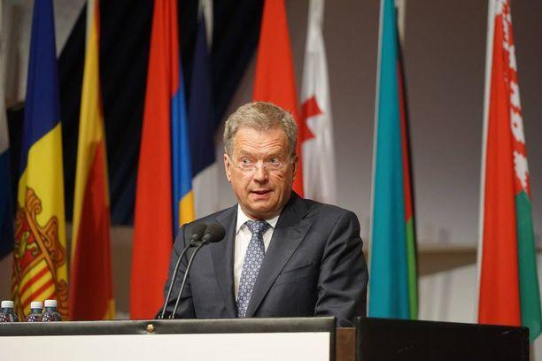 Tasavallan presidentti Sauli Niinistö oli median haastateltavana Etyjin juhlakokouksessa pitämänsä puheen jälkeen.