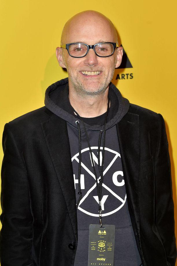 EDM-artisti Moby väitti Then It Fell Apart -kirjassaan tapailleensa Natalie Portmania.