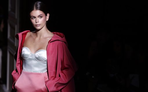 Unelmien asut! Nämä tyylit haute couture -muotiviikolta yllättävät jokaisen