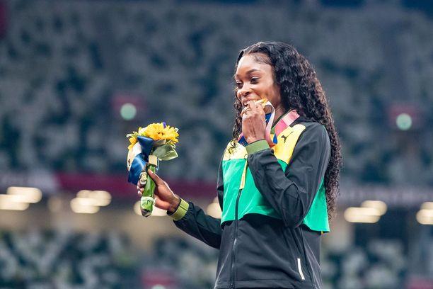 Tokion kisojen kolmanneksi nopein nainen sortui noloon virheeseen 200 metrin alkuerissä.