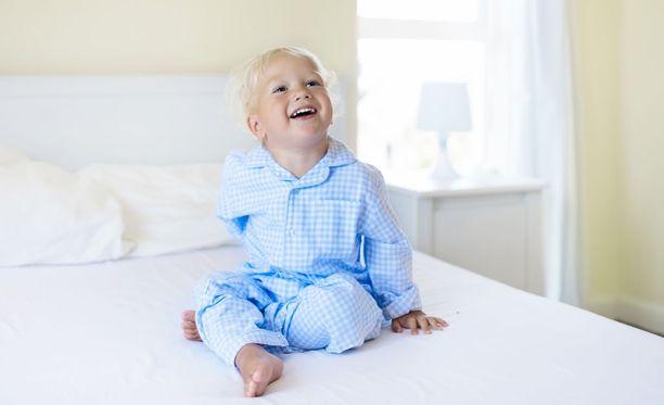 Nauru vapauttaa stressistä, mikä voi auttaa nukkumaan paremmin.