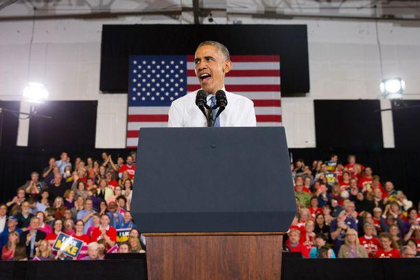 Presidentti Barack Obama on ottanut osaa vain kouralliseen vaalikampanjoita, koska hänen kannatuslukunsa mataavat.