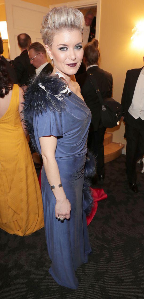14,1 % Susanna Koski sinisessä puvussaan ja tummanpuhuvassa meikissään ylsi sijalle kolme.