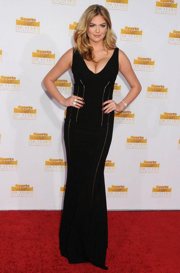 Kate Upton edusti seksikkäässä asussa.