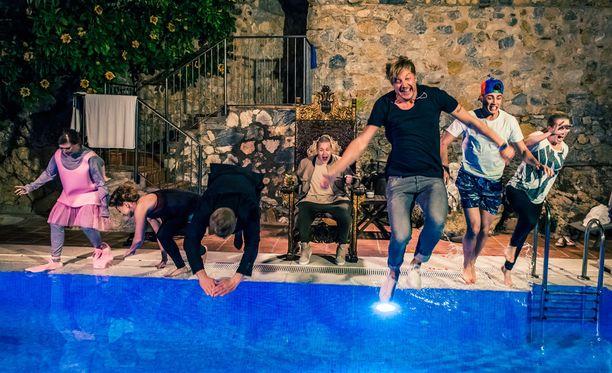 Kuinka käykään artistien itse ideoimassa biisiveikkauksessa? Häviäjiä kutsuu hyytävän kylmä uima-allas - vaatteet päällä.