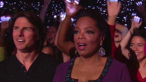 Oprah liikuttui jäähyväislähetyksessään. Ura tv:ssä kesti 25 vuotta.