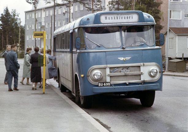 Bussipysäkki Munkkivuoressa vuonna 1959.