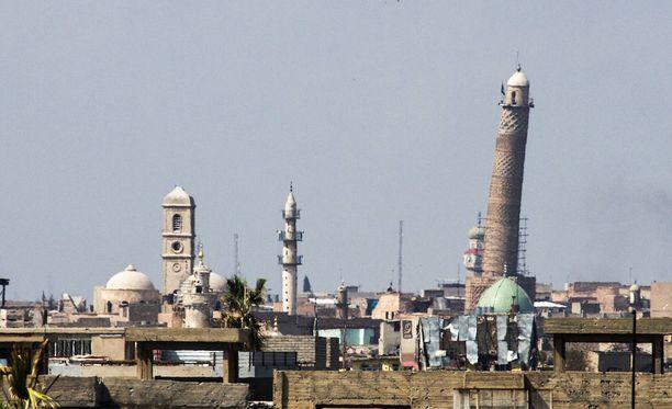 Moskeija tunnettiin kaltevasta minareetistaan. Arkistokuva.