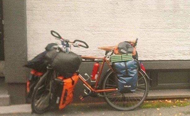Lapin poliisi pyytää havaintoja kuvassa olevasta maailmanmatkaajan pyörästä.