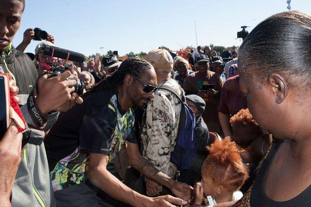 Snoop tervehti kaupungin yhteisöä tilaisuudessa.