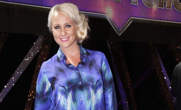 Elina Kottonen on nähty aiemmin muun muassa Big Brotherin ja Voitolla yöhön -ohjelmissa.