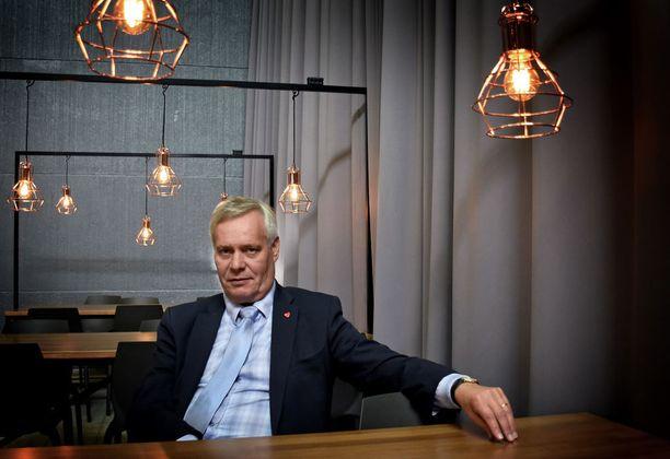 SDP:n puheenjohtaja Antti Rinne sanoo puolueen omien jäsenten toimivan häntä vastaan. Nimiä hän ei mainitse.