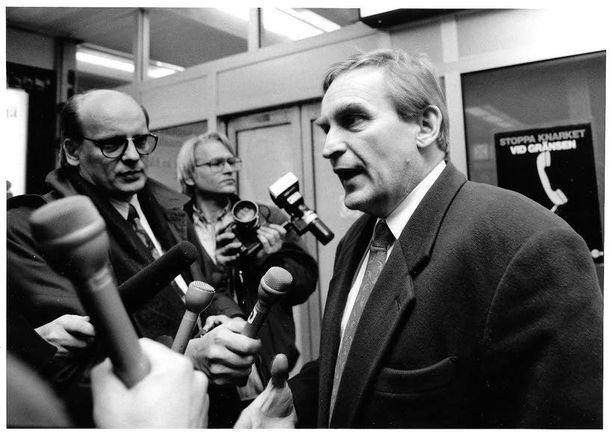 Ulf Sundqvist lehdistön tentattavana vuonna 1993.